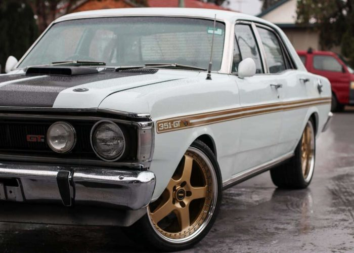 Simmons-FR1-Gold-Wheels-