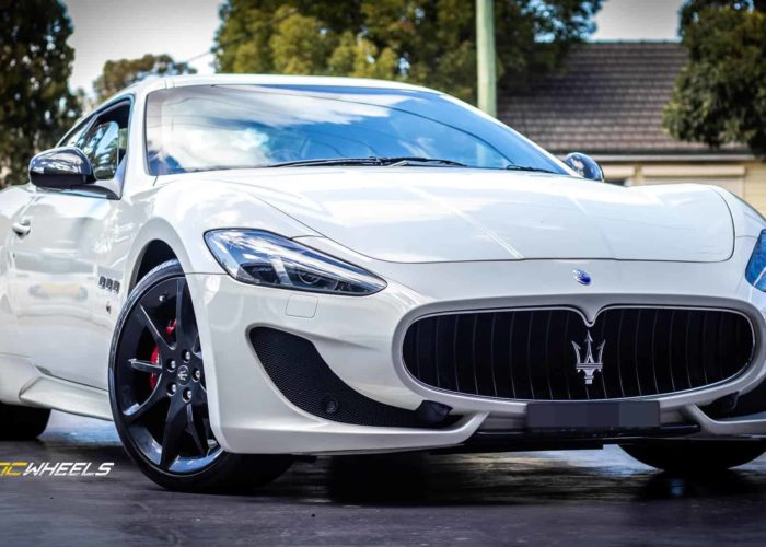 Maserati-Gran-Turismo-Sport-20-inch-wheels-Repair-gutter-rash-spray-paint-custom-gunmetal-grey.